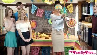 MyFamilyPies – Anya Olsen, Samantha Hayes (Cinco De Pie O)